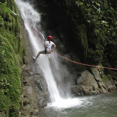 Descente en rappel dans un cenote et excursion en canoë à Punta Laguna