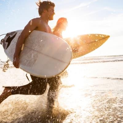 Surf sur la mer des Caraïbes