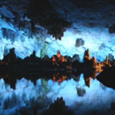 La Caverne en Flûte de Roseaux