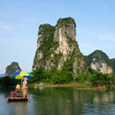 Descente de la rivière en radeau de bambou