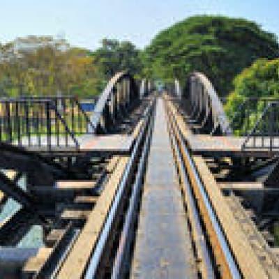 Sur le chemin de fer de la mort !
