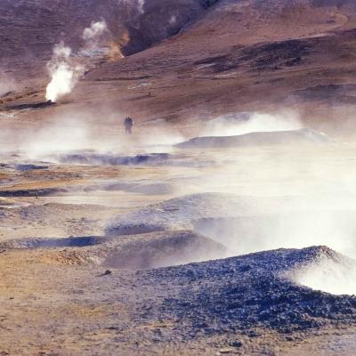 Découverte de la zone géothermique et bain de minuit