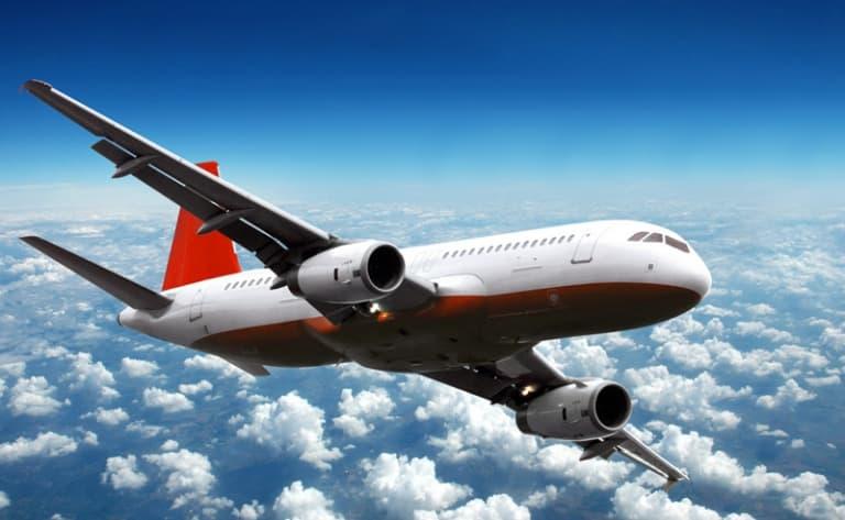 Départ en avion depuis Paris pour Hong Kong