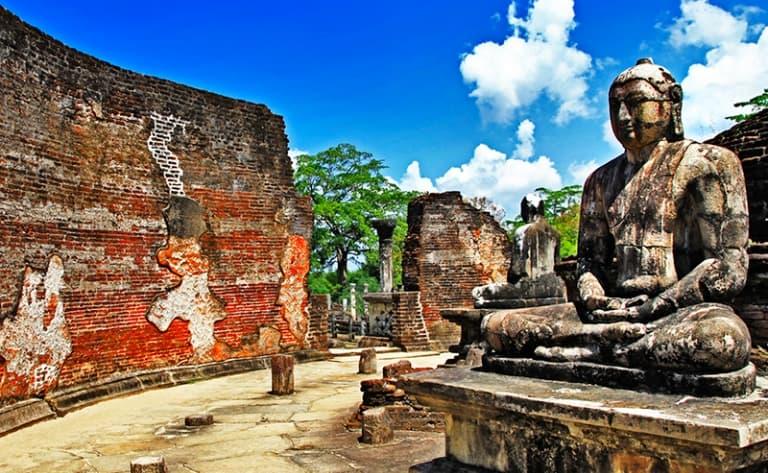 Un bouddha géant veille…