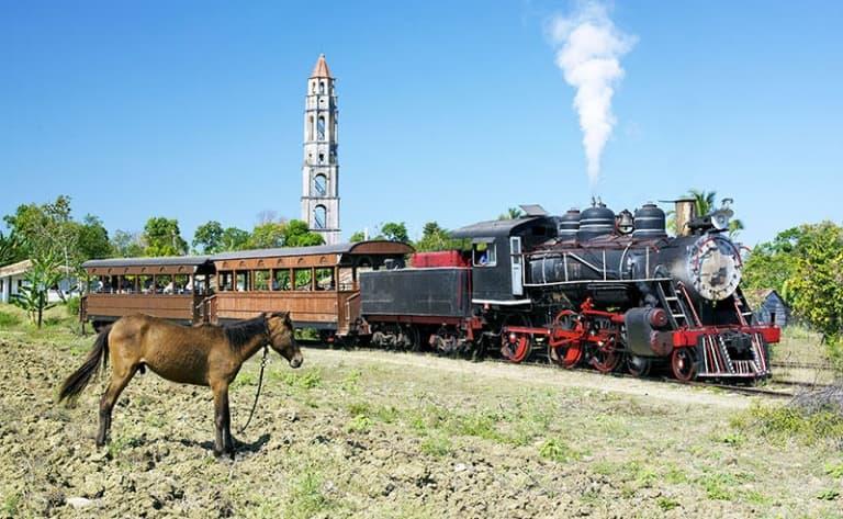 Un train à vapeur et la vallée des moulins à sucre