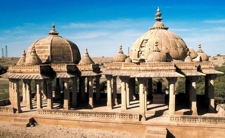 Visite de Viyas Chattri, la colline des cénotaphes