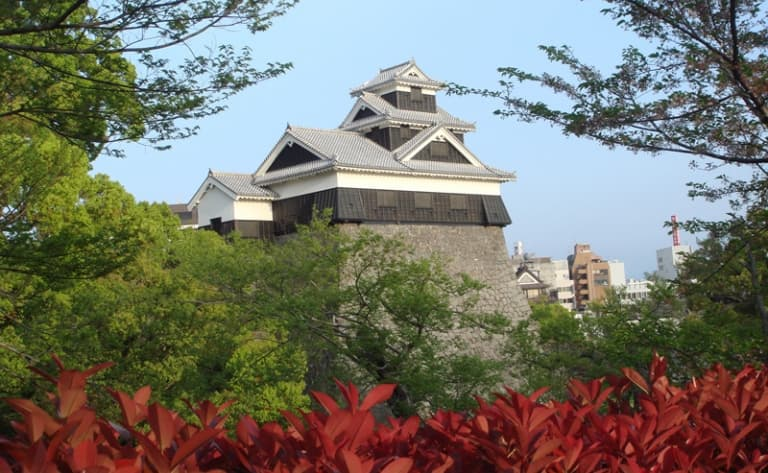 Visit the feudal castle and take the ferry to Kumamoto