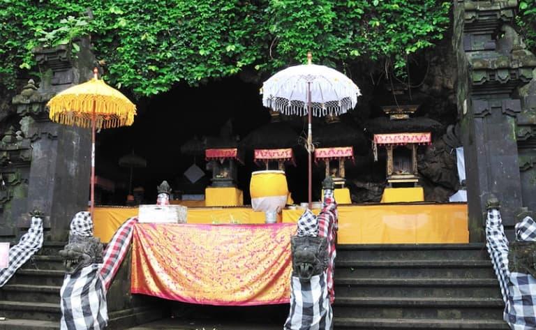 Du marché traditionnel au temple de Goa Lawah