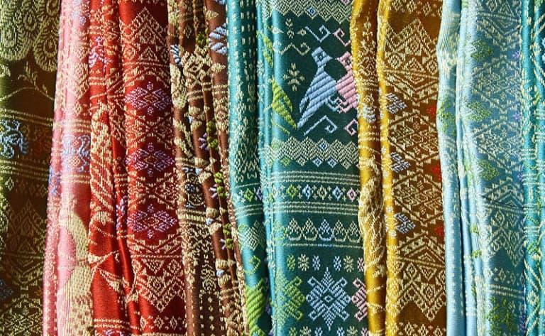 Artisanat de l'Isaan : entre bronze et soie