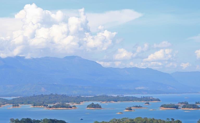 Croisière sur le lac Nam Ngum