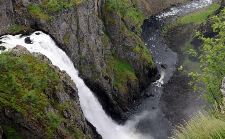 La vertigineuse cascade de Voringfoss