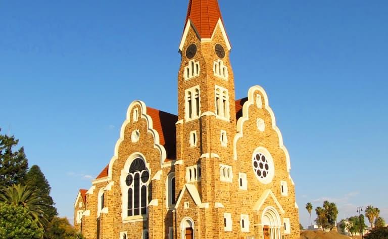 Contrastes de la capitale namibienne (400 km)