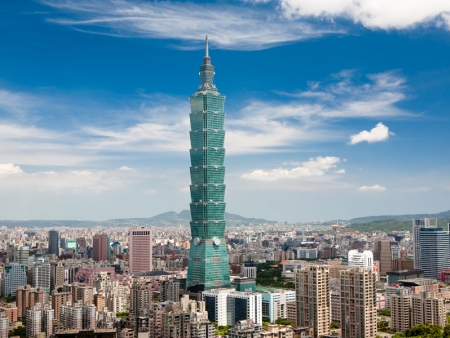 Enjoy the Chiang Kai-Shek Memorial Hall and go up the Taipei 101 tower