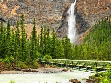 Lac et cascades à Yoho