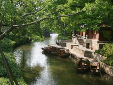 Promenade sur les canaux, Institut de broderie, le Jardin de la Politique des Simples