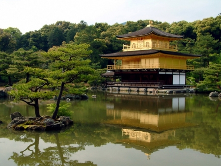 Visit the Golden Pavilion and Ryoan-ji temple's Zen garden
