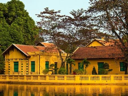 Maison d'Ho Chi Minh et temple laotien