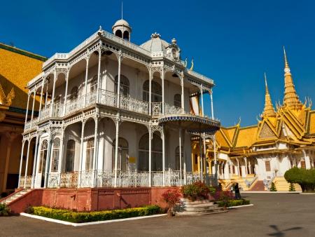 Retour à Phnom Penh et première découverte
