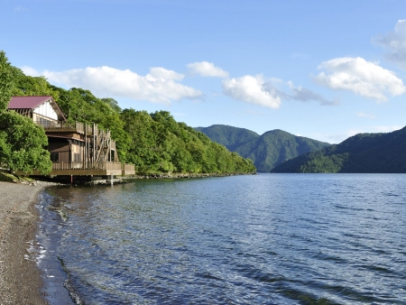 Visit the region of Lake Chuzenji-ko