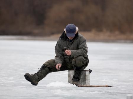 Aurores boréales et pêche sous la glace