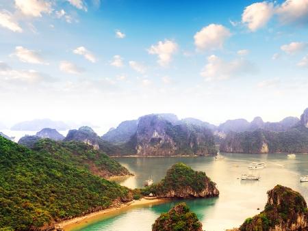 La Baie d'Halong ou la descente du dragon